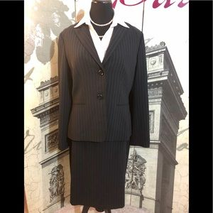 Fantastic skirt suit by Tahari in size 12